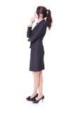 La mujer de negocios piensa algo en perfil Imágenes de archivo libres de regalías