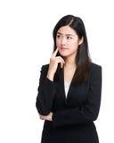 La mujer de negocios piensa en idea Fotografía de archivo libre de regalías