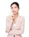 La mujer de negocios piensa en idea Fotos de archivo