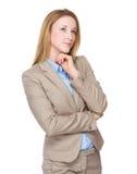 La mujer de negocios piensa en idea Fotos de archivo libres de regalías