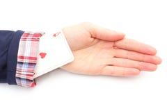La mujer de negocios tira de un as de su manga. Fondo blanco Imagen de archivo libre de regalías
