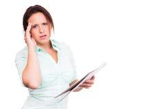 La mujer de pensamiento toma notas fotos de archivo libres de regalías