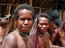 La mujer de una tribu del Papuan Imágenes de archivo libres de regalías