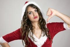 La mujer decepcionada de Papá Noel con los pulgares abajo gesticula mirando la cámara fotografía de archivo