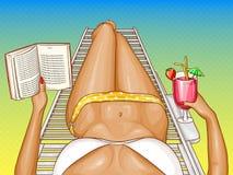 La mujer del vector en bikini miente en el sillón stock de ilustración