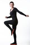 Mujer sonriente feliz que hace aeróbicos Imagen de archivo libre de regalías