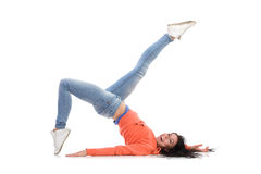 La mujer despreocupada está colocando en el piso Fotografía de archivo libre de regalías