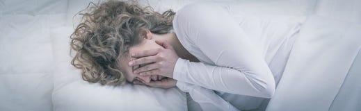 La mujer después de se rompió para arriba Imagen de archivo libre de regalías