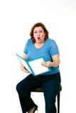La mujer divertida alista un libro Imagenes de archivo