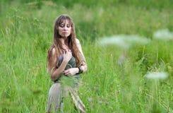 La mujer en la lluvia Foto de archivo libre de regalías