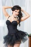 La mujer en la ropa interior, mordedura esposa, bdsm, juguete del sexo Foto de archivo libre de regalías