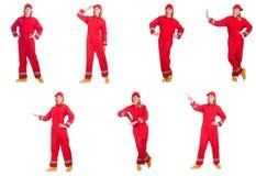 La mujer en los guardapolvos rojos aislados en blanco fotos de archivo