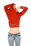 La mujer en pantalones vaqueros saca una camisa anaranjada Imágenes de archivo libres de regalías