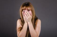 La mujer en risas de la ropa interior Imagenes de archivo