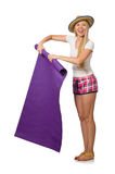 La mujer en tela escocesa rosada pone en cortocircuito sostener la manta aislada en blanco Foto de archivo