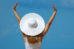 La mujer en un sombrero blanco Fotos de archivo