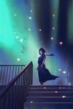 La mujer en un vestido azul marino que se coloca en las escaleras
