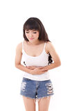 La mujer enferma con el dolor de estómago, dolor del vientre, enfermedad, cura Imagen de archivo libre de regalías
