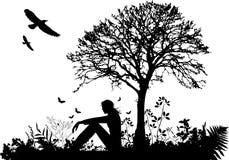 La mujer es asiento bajo el árbol, ilustración del vector Stock de ilustración