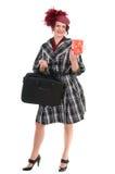 La mujer está con un bolso y un regalo Foto de archivo libre de regalías