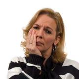 La mujer está levantando dolor de muelas Imagenes de archivo