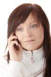 La mujer está llamando con un móvil Imagenes de archivo