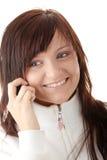 La mujer está llamando con un móvil Fotografía de archivo