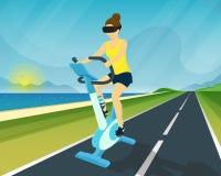 La mujer está montando la bicicleta estática con usar la cabeza stock de ilustración