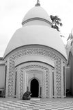 La mujer está rogando en 108 Shiva Temple en Burdwan, Bengala Occidental, la India Foto de archivo