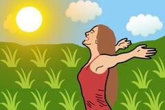 La mujer feliz con sus brazos extendidos respira el aire fresco profundamente en un campo de trigo verde que lleva una camisa roj ilustración del vector