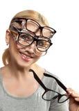 La mujer feliz elige gafas Foto de archivo libre de regalías