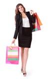 La mujer feliz lleva bolsos con las compras Foto de archivo libre de regalías