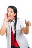 La mujer feliz que grita y da los pulgares Imagen de archivo