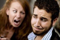 La mujer grita en el hombre Foto de archivo libre de regalías