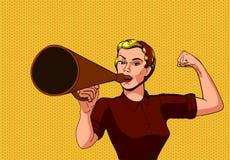 La mujer habla en un poder de la muchacha del megáfono foto de archivo