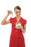 La mujer hace publicidad de las propiedades inmobiliarias Fotografía de archivo libre de regalías