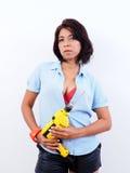 La mujer hermosa celebra el taladro eléctrico Foto de archivo