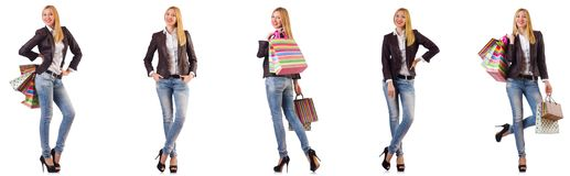La mujer hermosa con los bolsos de compras aislados en blanco fotografía de archivo libre de regalías