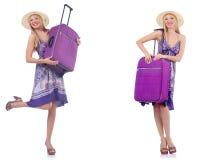 La mujer hermosa con la maleta aislada en blanco fotos de archivo