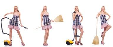 La mujer hermosa en concepto housecleaning fotos de archivo libres de regalías
