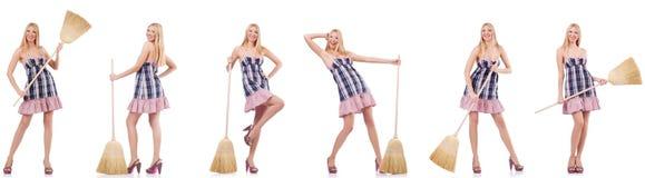 La mujer hermosa en concepto housecleaning fotos de archivo