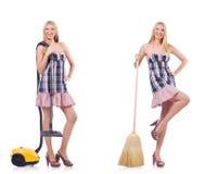 La mujer hermosa en concepto housecleaning fotografía de archivo