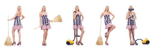 La mujer hermosa en concepto housecleaning imagen de archivo