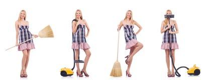 La mujer hermosa en concepto housecleaning imágenes de archivo libres de regalías
