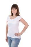 La mujer hermosa feliz del tamaño extra grande en la presentación blanca en blanco de la camiseta es Imagenes de archivo