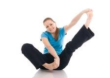 La mujer hermosa que hace el ejercicio de la yoga aislado Imagen de archivo libre de regalías