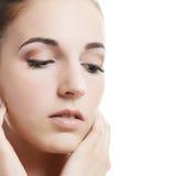 Una foto de la mujer hermosa con un maquillaje natural. Cuidado de una piel. Balneario Fotografía de archivo libre de regalías