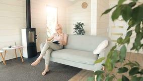 La mujer inteligente lee el libro metrajes