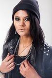La mujer joven, adolescente lleva estilo del grunge Fotos de archivo libres de regalías