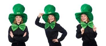 La mujer joven con la corbata de lazo gigante verde imagenes de archivo